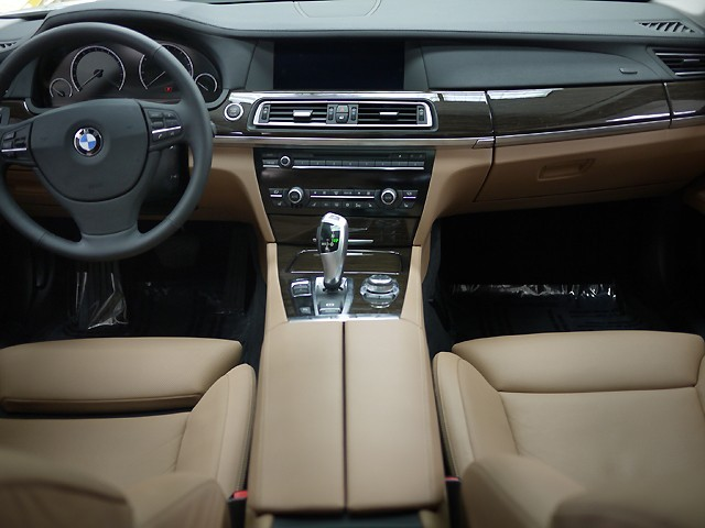 Newcomers- 2009 BMW 750Li | Select Luxury Cars